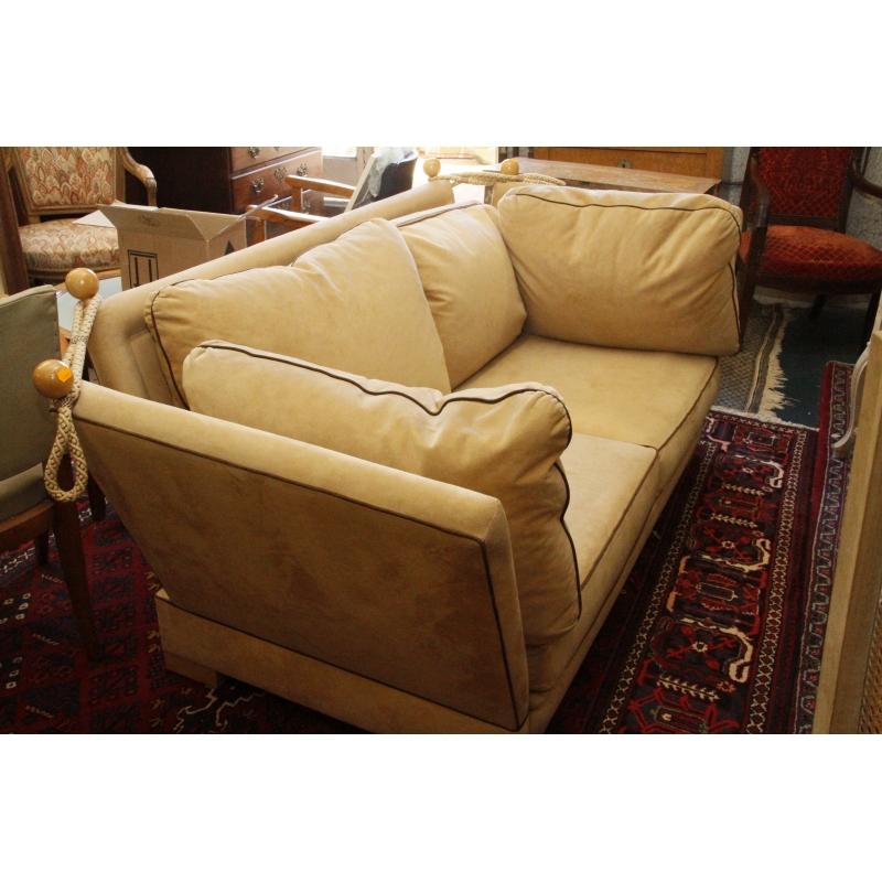 paire de canapes deux places en nubuck hoteldesventeschatou. Black Bedroom Furniture Sets. Home Design Ideas