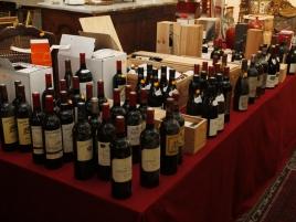 Salle des ventes (41 photo-vins,bibelots)