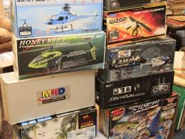 Salle des ventes (jouets télécommandés, circuits voitures, voitures... )