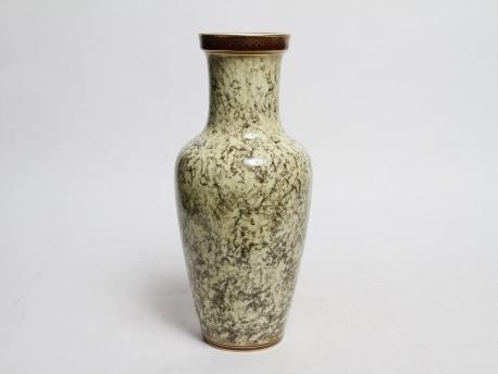 vase en porcelaine de sevres a fond marbre hoteldesventeschatou. Black Bedroom Furniture Sets. Home Design Ideas
