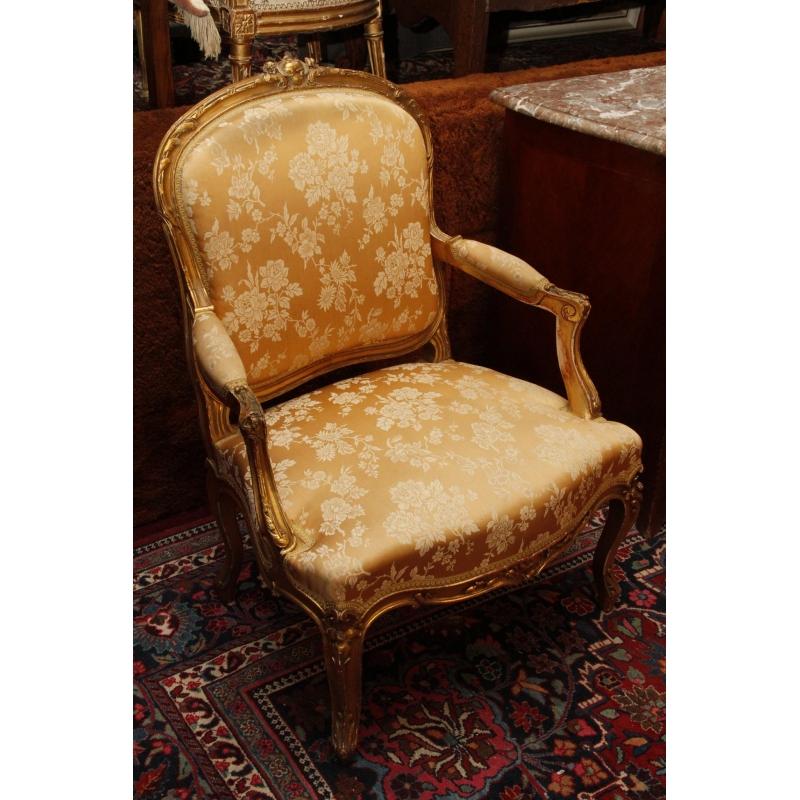 salon en bois dore de style louis xv comprenant un canape et quatre fauteuils dossier a la reine. Black Bedroom Furniture Sets. Home Design Ideas
